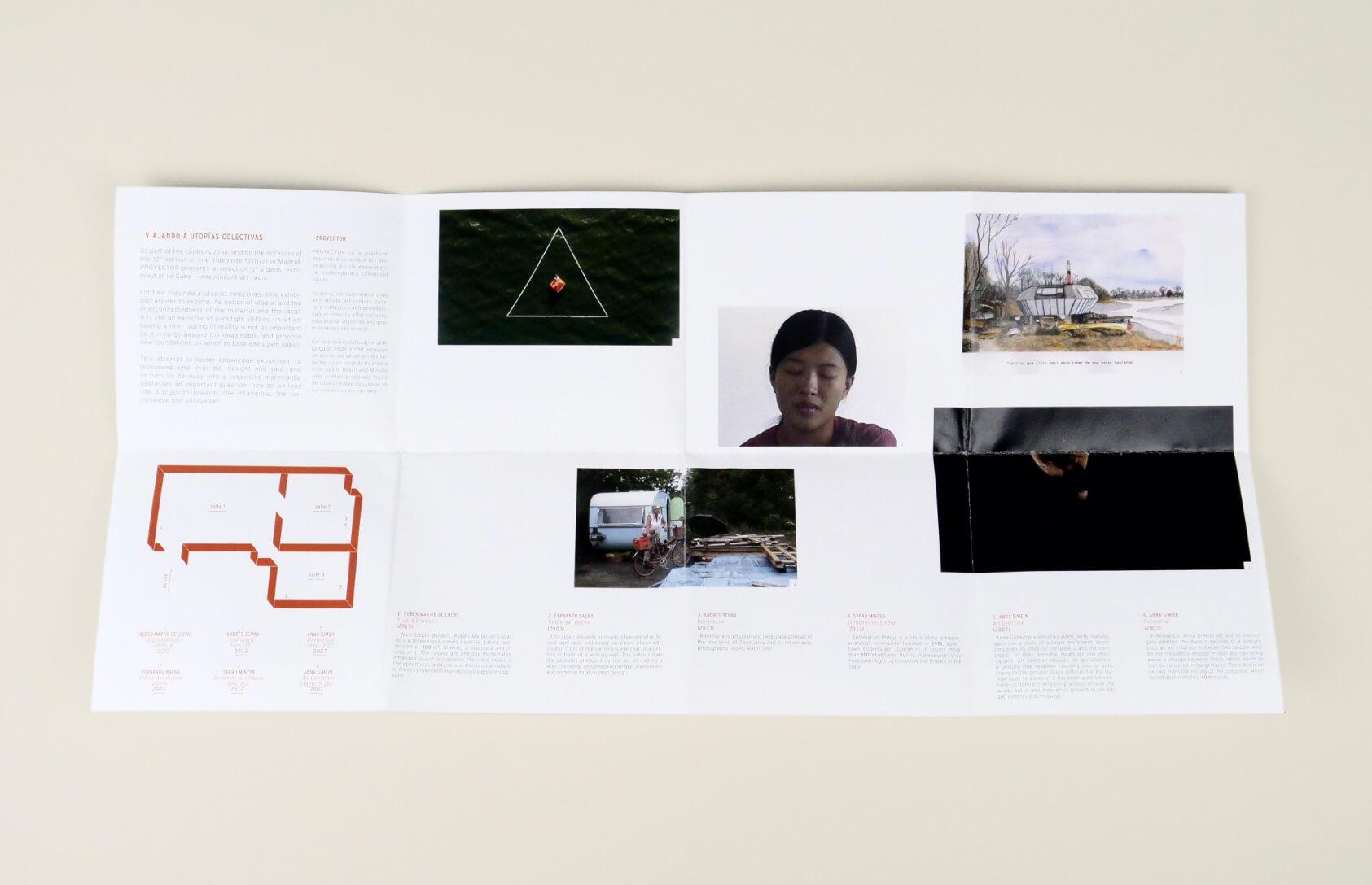 livret d'exposition ouvert pour une exposition d'art contemporain à rabat